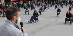 durante la manifestazione organizzata questa mattina da commercianti, titolari di pubblici esercizi e di attività culturali in piazza Matteotti