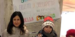 Vendendo oggetti auto-prodotti insieme ai compagni di scuola, le ragazze e i ragazzi della consulta hanno raccolto 675 euro che andranno in beneficenza e per progetti di solidarietà